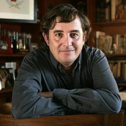 """El escritor Luis García Montero critica en Granada el intento de crear una """"guerra entre padres y profesores"""""""