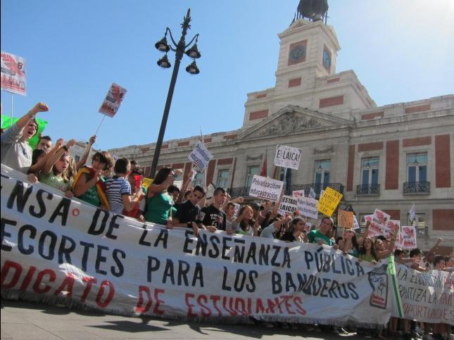6 de octubre: Los estudiantes toman las calles